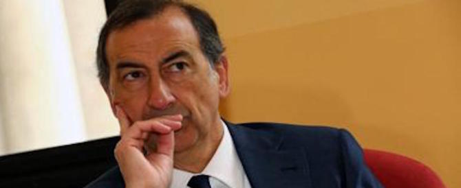 Milano, la proposta indecente di Sala: lavoro ai clandestini. La rabbia sul web