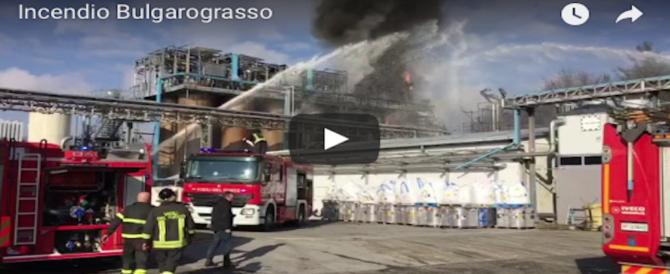 Como, esplosione in una ditta di rifiuti: allarme rischio chimico per nube tossica (VIDEO)