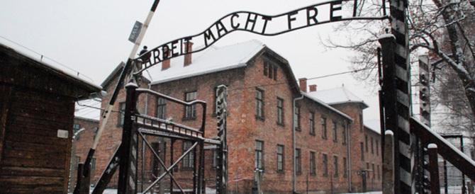 """Non si può dire """"campi di sterminio polacchi"""". Sì alla legge che fa infuriare Israele"""