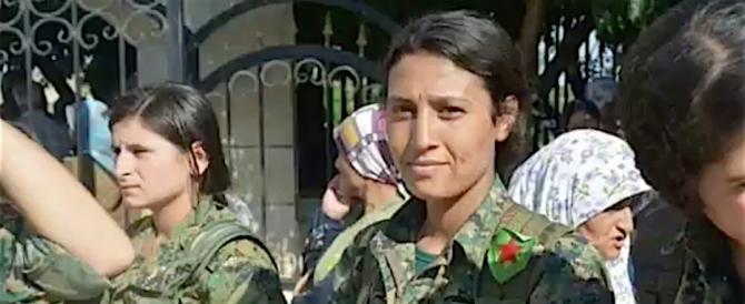 Siria, combattente curda uccisa e smembrata dalle truppe pro-turche ( video – immagini forti)