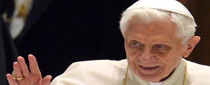 """Benedetto XVI commuove il mondo: """"Sono stanco, viaggio verso Casa"""""""