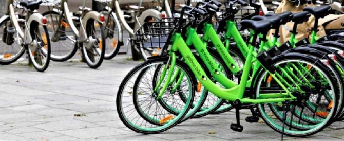 Che vergogna, azienda di bike-sharing lascia l'Italia: troppi vandali, addio