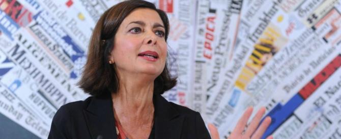 La Boldrini apre anche all'utero in affitto. È bufera: «Non sai di che parli»