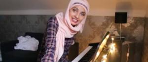 """""""I veri terroristi sono al governo"""": cantante islamica via da The Voice"""