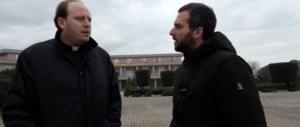 Caserta, arrestato per violenza sessuale il prete che praticava esorcismi (video)