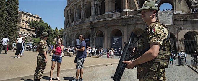 Berlusconi prepara il rush finale e annuncia: tutti i militari nelle strade