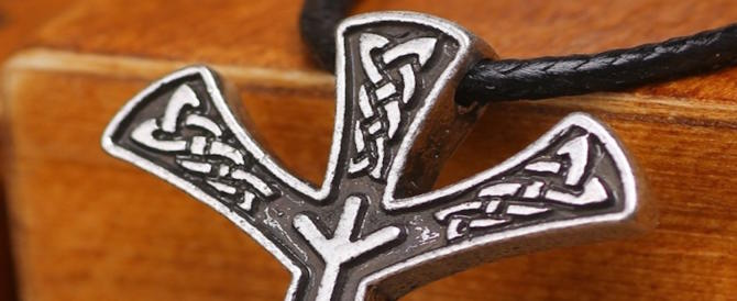 I maglioni della nazionale di sci decorati con le rune. Scandalo in Norvegia
