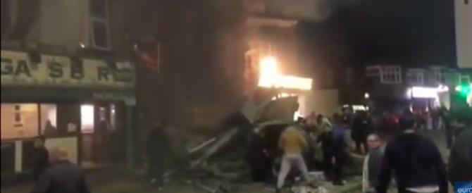 Palazzo salta in aria a Leicester. Le immagini pochi secondi dopo l'esplosione (video)