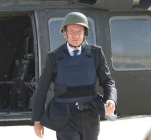 Anche Enrico Letta ha ceduto alla tentazione dell'abbigliamento da Rambo