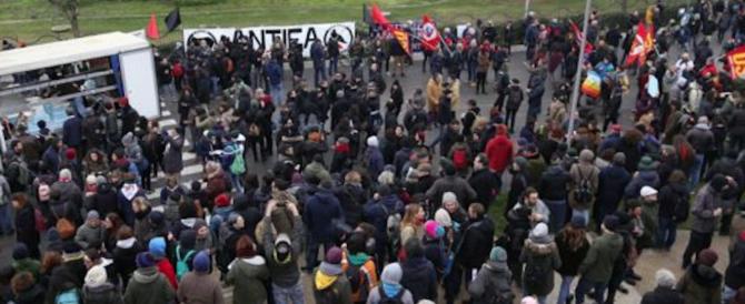 """Al corteo antifascista si canta: """"Ma che belle son le foibe da Trieste in giù"""""""