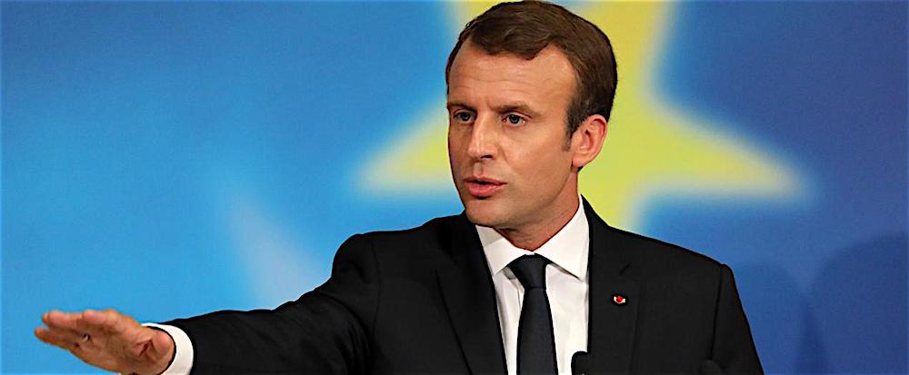 9a59b857b6 Emmanuel Macron non si dà pace del fatto che l'Italia lo stia costringendo  a prendersi le proprie responsabilità sul fronte del clandestini.