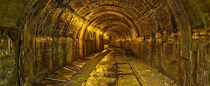 Dramma in Sudafrica: 900 minatori sono intrappolati in una miniera d'oro