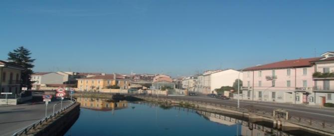 Milano, marocchino ubriaco si mette a nuotare nudo nel naviglio pavese