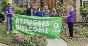 Una manifestazione della Ong Oxfam contro Trump