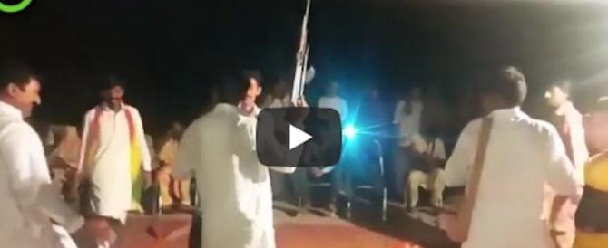 Barbare usanze, pakistano spara per festeggiare gli sposi: 3 morti
