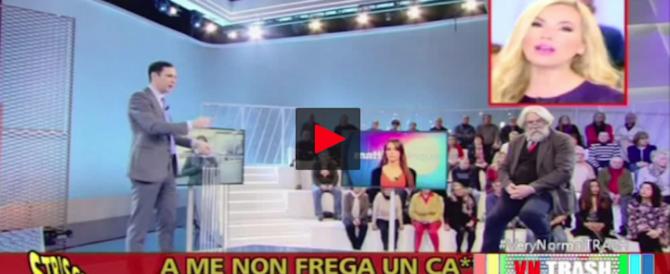 «È un testa di c…»: il fuorionda di Federica Panicucci contro il collega (video)