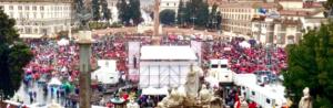 piazza del popolo invasa più dagli ombrelli che dalle persone