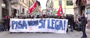 La violenza viene solo da sinistra: neanche Salvini può parlare, scontri a Pisa (video)
