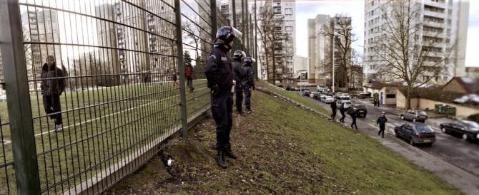 """Macron si accorge dell'emergenza e va alla riconquista delle """"banlieues"""""""
