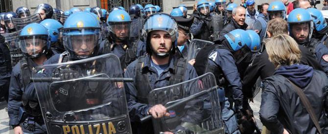 """La rabbia dei poliziotti: """"Vergogna Amnesty. Perché non filmano chi ci tira le bombe?"""""""