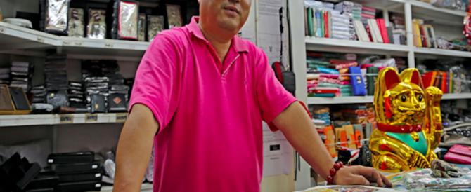 Lavoratori italiani chiedono la busta paga, il proprietario cinese li licenzia