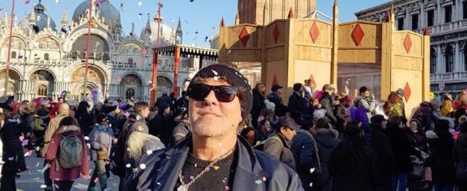 """Carnevale, piazza San Marco blindata per il """"volo dell'Aquila"""" di Renzo Rosso"""