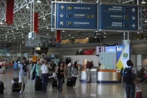 Phil Collins è rimasto in cella per un'ora all'aeroporto di Rio Janeiro