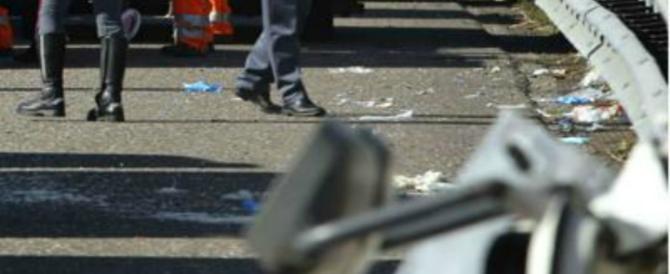 Napoli, inseguimento e colpi di pistola per uno scooter: tentato omicidio