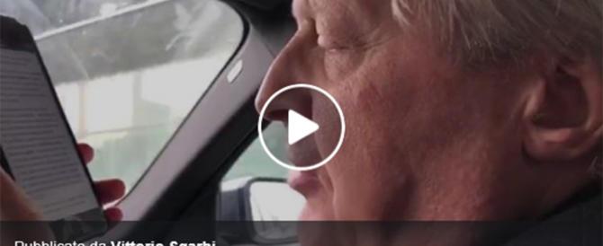 """""""Rimborsopoli"""" grillina, furia Sgarbi: """"Parlate ancora? Siete morti…"""" (video)"""