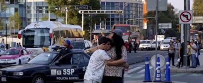 Paura in Messico, terremoto di magnitudo 7.2. Precipita un elicottero, 13 morti (video)
