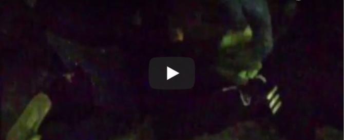 L'aggressione degli estremisti di sinistra al militante di Fn (video)