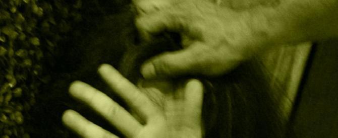Rimini, vuole andare all'università: il marito bengalese la colpisce in testa