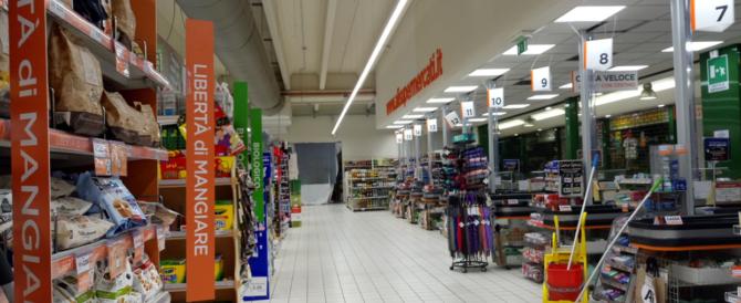 Pensionata affamata e senza soldi sviene fra gli scaffali del supermarket