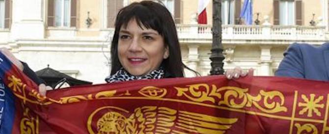 Immigrato prende a schiaffi Silvia Covolo, parlamentare della Lega