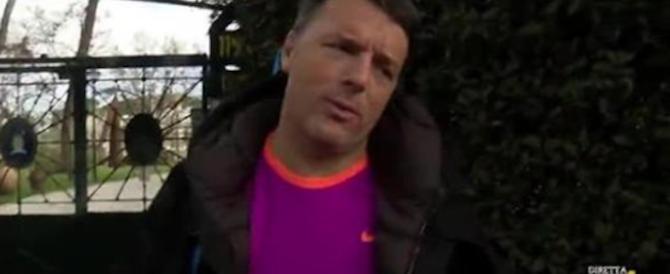 """Renzi in tuta """"cafonal"""" va a giocare a tennis: «Tanto sono fuori da tutto» (video)"""