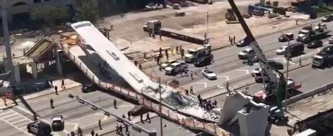 Miami, crolla ponte pedonale su autostrada: diversi morti