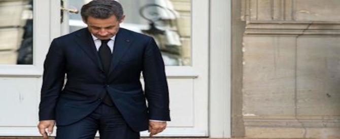 Ora Sarkozy non ride più e prova a difendersi. Ma arrivano altre accuse