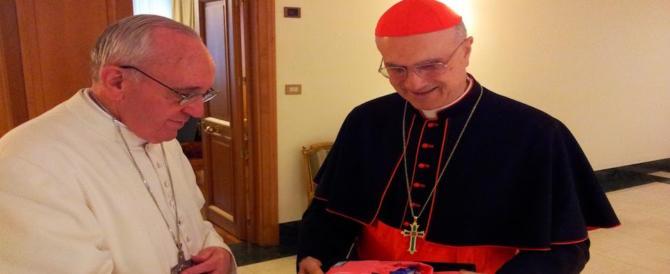 """Attico di Bertone, il cardinale tira in ballo il Papa: """"Bergoglio sapeva tutto"""""""