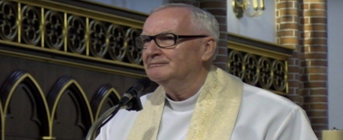 "Durante l'omelia augura a papa Francesco di morire: ""È lontano da Gesù"""