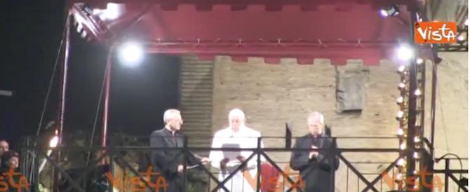 Via Crucis, dal Papa parole contro la logica del profitto e la cultura dello scarto (video)