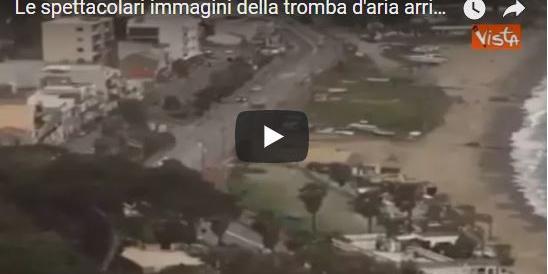 Nasce in mare, impatta sulla strada: le spettacolari immagini della tromba d'aria a Messina (VIDEO)