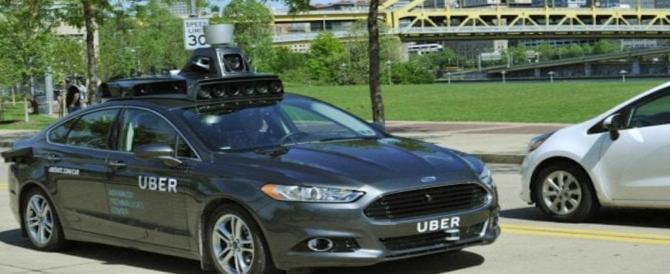 Uber, auto a guida autonoma investe pedone: bloccati tutti i test
