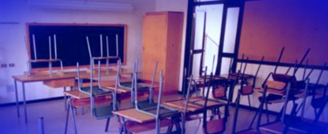 Scuola dell'infanzia da incubo: bimbi umiliati, messi in ginocchio, insultati