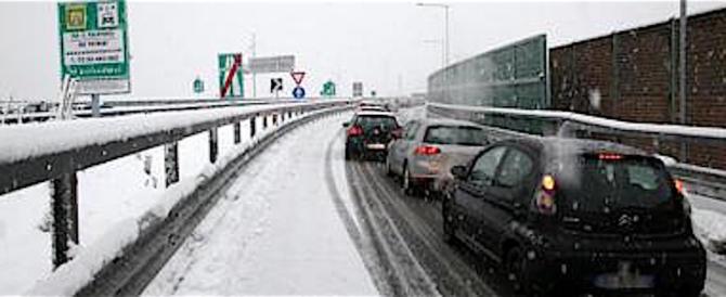 Pioggia gelata in autostrada al Nord, centinaia i mezzi al lavoro