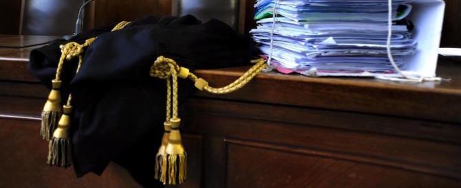 Si spaccia per la sorella di Cantone e raggira i clienti dello studio legale