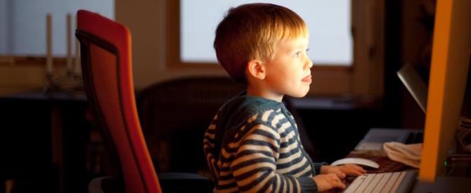 Il governo inglese pensa di limitare per legge l'uso dei social ai minorenni