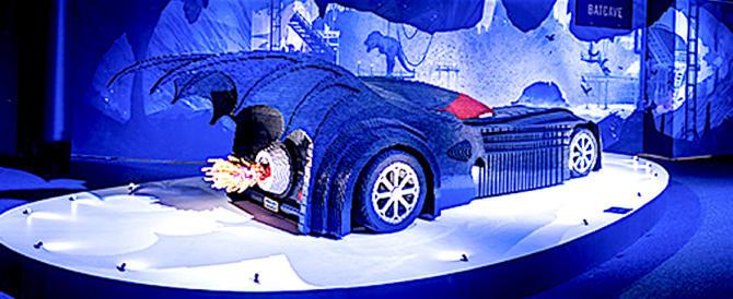 """A Roma in mostra una """"Batmobile"""" fatta con mezzo milione di Lego"""