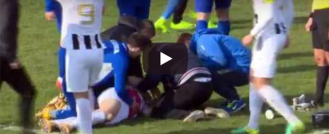 Un'altra tragedia nel calcio: Boban si accascia e muore in campo (video)