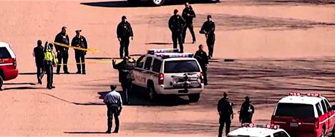 Un uomo si spara davanti la Casa Bianca, scatta l'allarme (video)