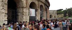 Roma, truffa i turisti vendendo biglietti dell'Atac per entrare al Colosseo